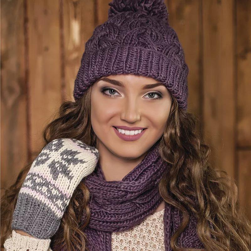 В язання спицями шапочки для дівчаток візерунки косами. Опис в ... cd00c46e4530e